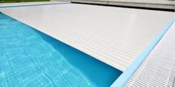 Les 10 avantages d'un volet de piscine