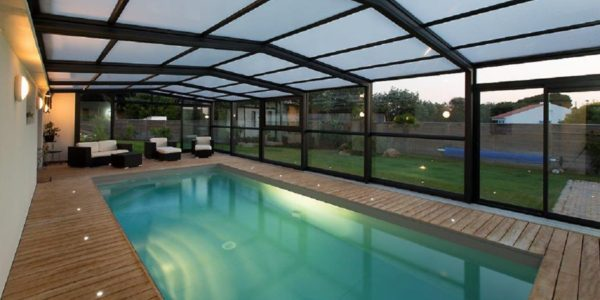 Simplifiez-vous la vie avec un abri de piscine télescopique !