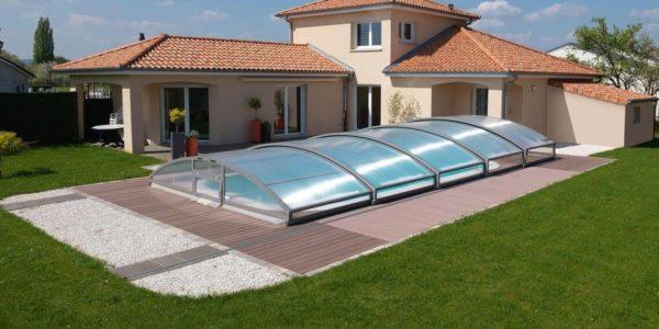 De bonnes raisons pour choisir un abri de piscine plat