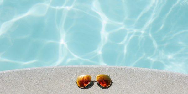 Découvrez les abris de piscine plats